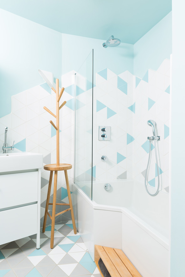 extension-contemporaine-caluire-ossature-bois-zinc-triangle_interieur-salle-de-bain-carreaux-triangle-bois-naturel-scandinave
