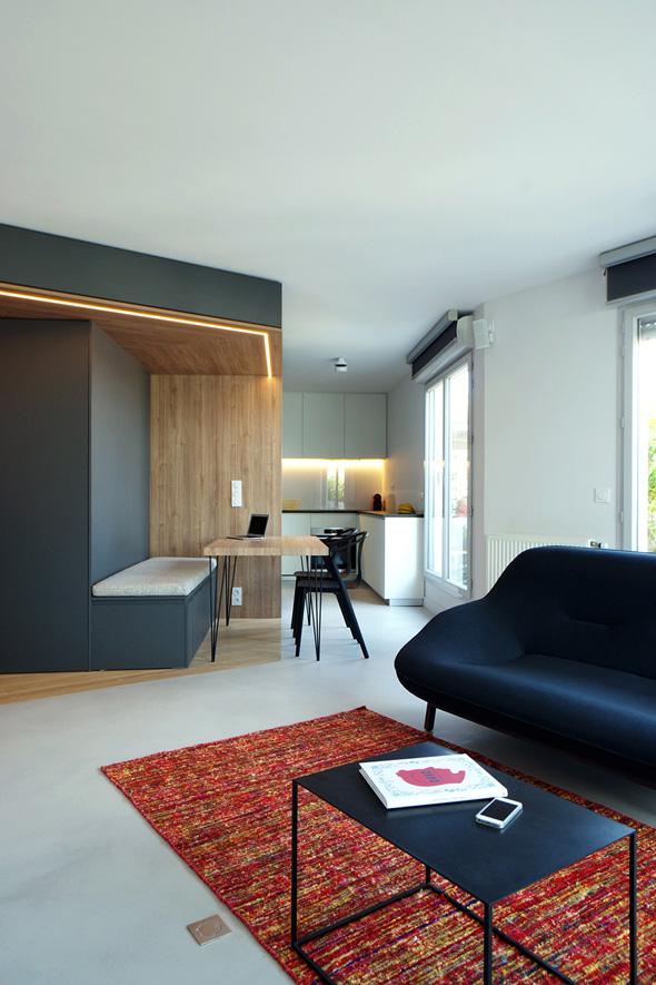 Appartement-contemporain-architecte-terrasse-agencement-sur-mesure-mobilier-design_Vue-salle-a-mange-cuisine-salon