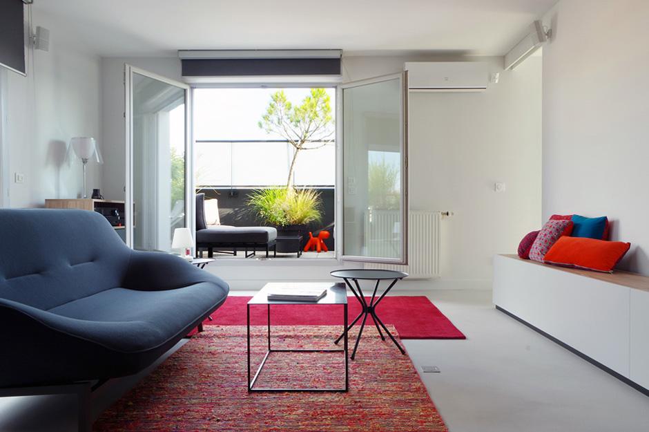 Appartement-contemporain-architecte-terrasse-agencement-sur-mesure-mobilier-design_Vue-salon