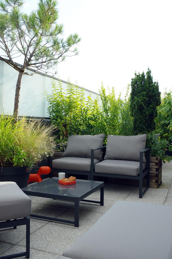 Appartement-contemporain-architecte-terrasse-agencement-sur-mesure-mobilier-design_Vue-terrasse