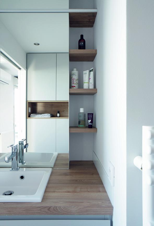 Appartement-contemporain-architecte-terrasse-agencement-sur-mesure-mobilier-design_Vue-salle-de-bain