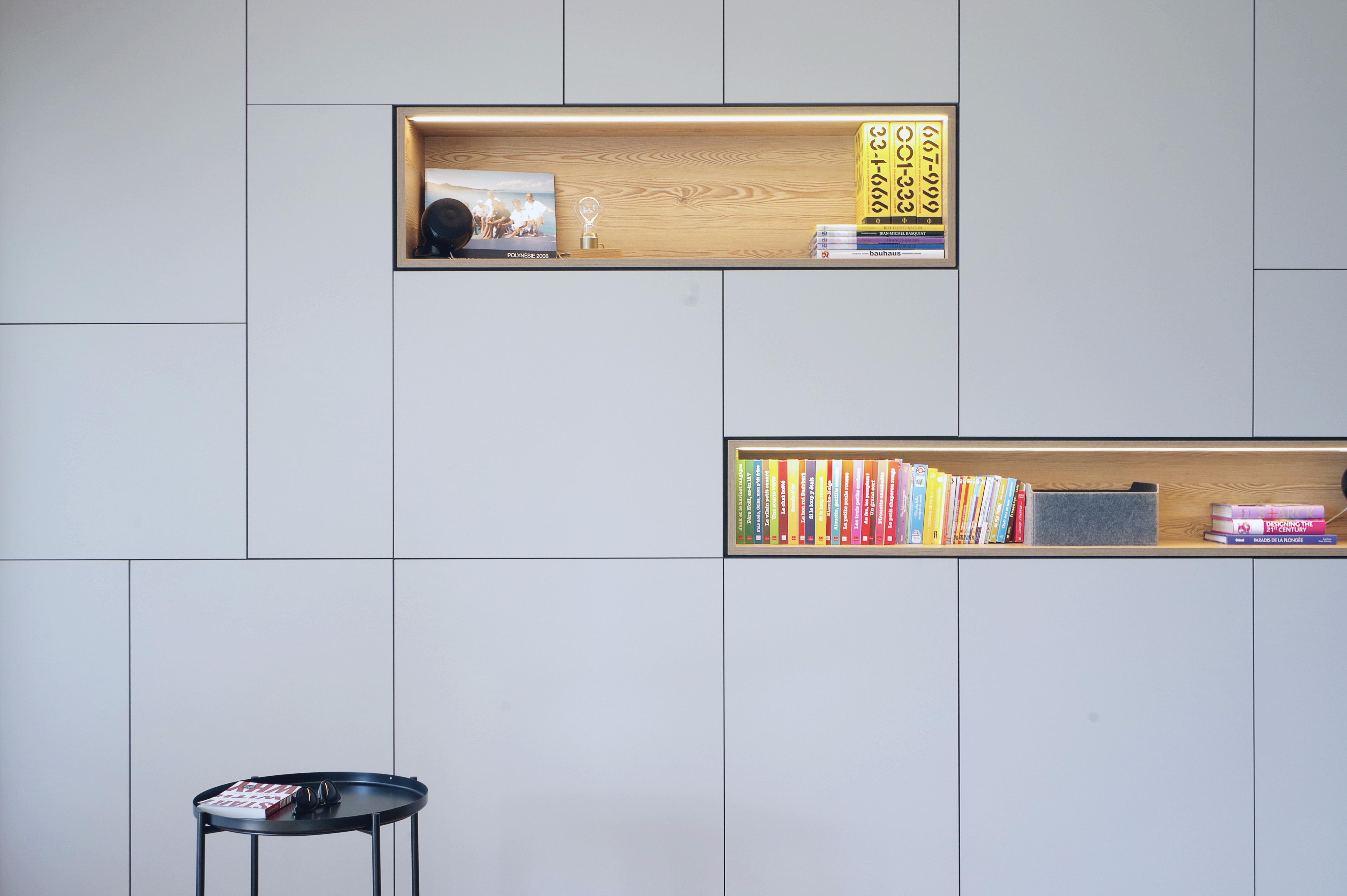 Appartement_Rénovation_Annecy_agencement_meuble_salon_niche-bois_gris_sur-mesure